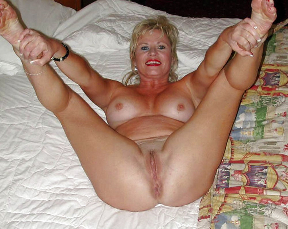 Mature housewife spreading porn pics