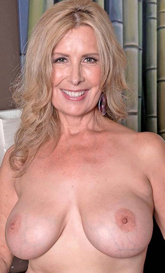 Mature wife showing her tits