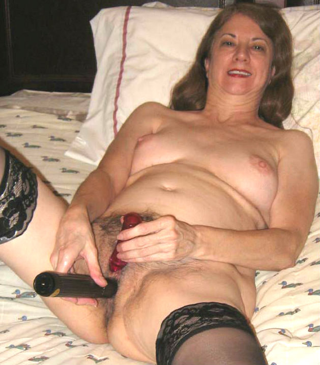 Solo hairy mature anal dildo